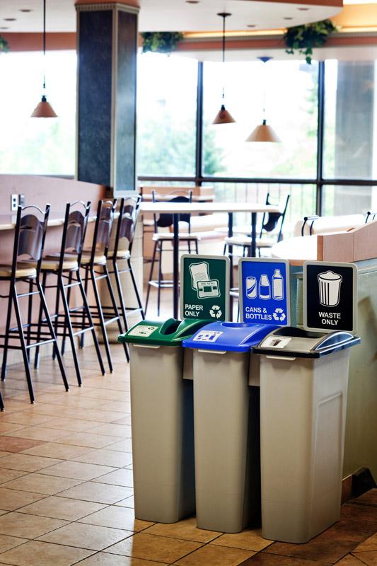 Stacja Red Line do segregacji śmieci w restauracji