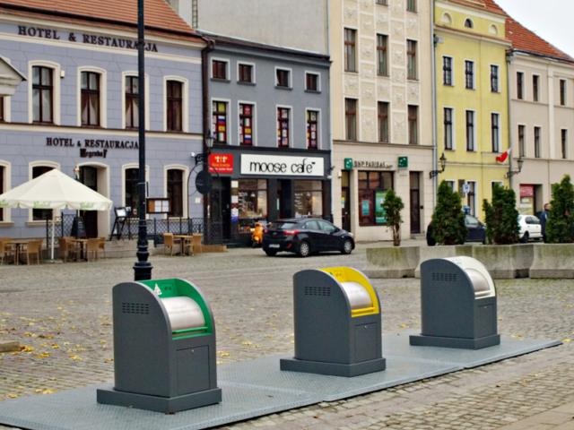 Realizacja gniazda pojemników podziemnych - Toruń